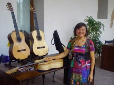 Donatella Salvato - Fine traditional classical guitars